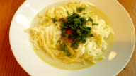 Polnische Hühnchen-Nudel-Suppe.