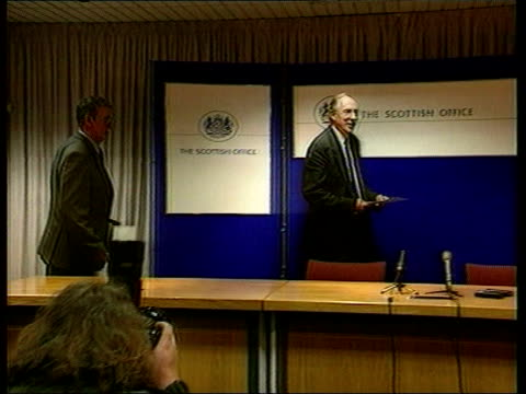 Government Reshuffle LIB Lord Gus MacDonald taking press conference seat with Donald Dewar MP