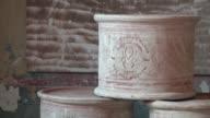Por desagradable que suene el Museo de la Mierda es una exitosa iniciativa en Castelbosco Italia donde los granjeros consiguieron transformar el...