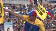 Por primera vez en casi 14 anos de gobierno Hugo Chavez enfrenta en los comicios del domingo un rival que le hace la competencia Henrique Capriles un...