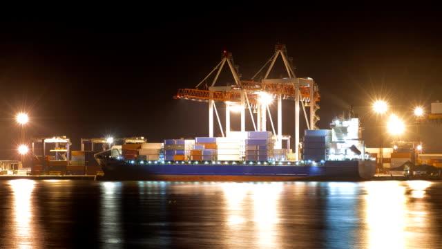 Port Aktivität bei Nacht, timelapse