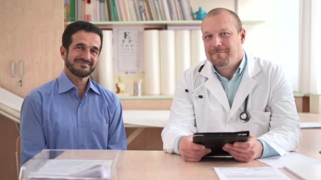 HD DOLLY: Porträt von Arzt und Patient