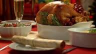 Porträt von einem goldenen und frischer Türkei auf Weihnachten-Tisch