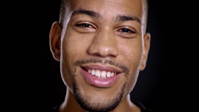 Porträt von Lachen afroamerikanische männliche