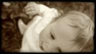 HD-SLOW-MOTION: Porträt von einem kleinen Mädchen