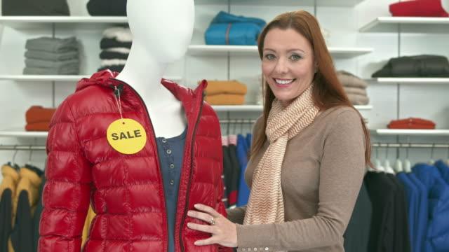 HD DOLLY: Porträt ein älterer Saleswoman