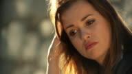HD: Porträt von besorgt junge Frau