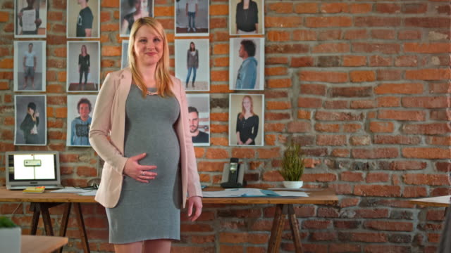 DS Portrait of pregnant employee in a startup company