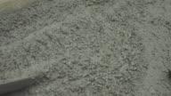 Het gieten van beton 4K.