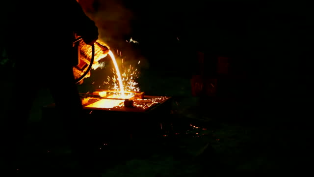 Eingießen überschüssige fließend Metall