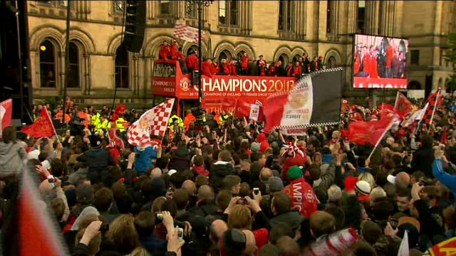 Manchester United victory parade GVs parade More Manchester United players on top of bus as fans sing songs SOT / Manchester United players onto...