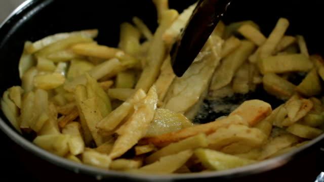 Preparing French frie