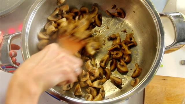 Paddestoel maaltijd bereiden
