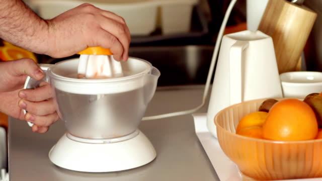 Preparing natural grapefruit juice