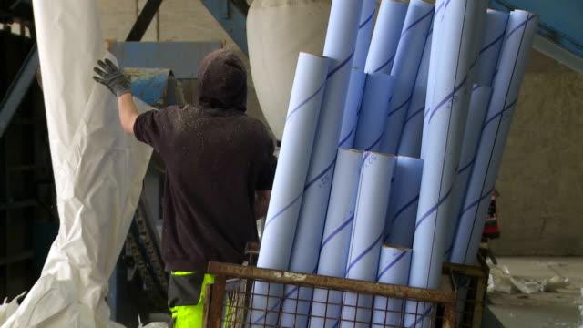 Vorbereitung Papier Rolls für Reycling