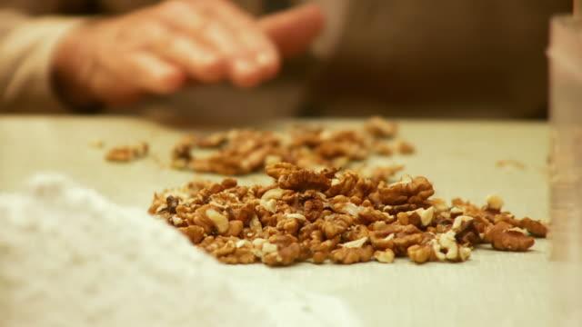 HD DOLLY: Preparing Walnuts