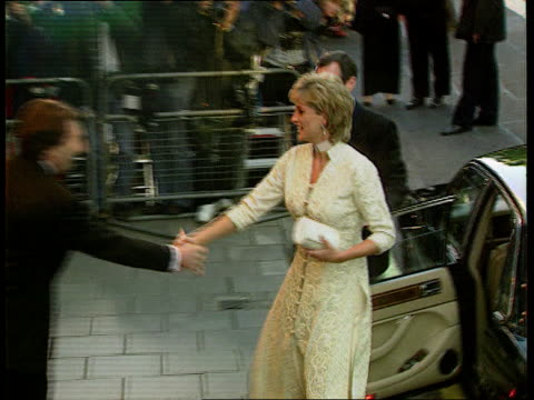 Divorce R04079614 Park Lane SEQ Princess of Wales arriving for charity dinner hosted by Imran Khan and greeted St Paul's SEQ Scenes from day of...