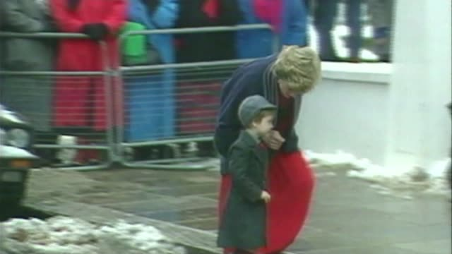 Prince George starts school 1511987 / S23100601 Wetherby School EXT Prince William arrives for first day at school with his mother Princess Diana/...