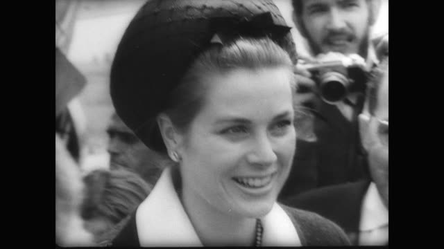 Princess Grace Rainier of Monaco steps off plane in Seville / Rainier visits with crowd
