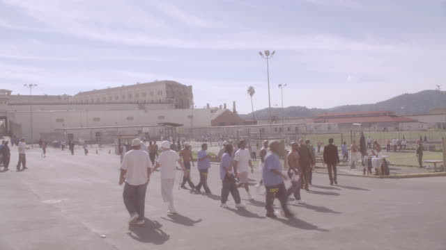 ZI Prison inmates walking in exercise yard / California, United States