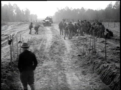 1938 WS Prisoners walking on road / Georgia, USA