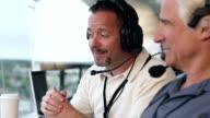 Professionelle Sportreporter Journalisten Berichterstattung football-Spiel von Drücken box
