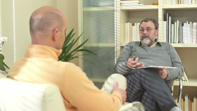 HD: Psychiatrist Talking To A Man