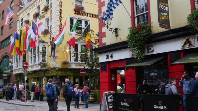 Pubs In Dublin Fleet Street In Temple Bar Area