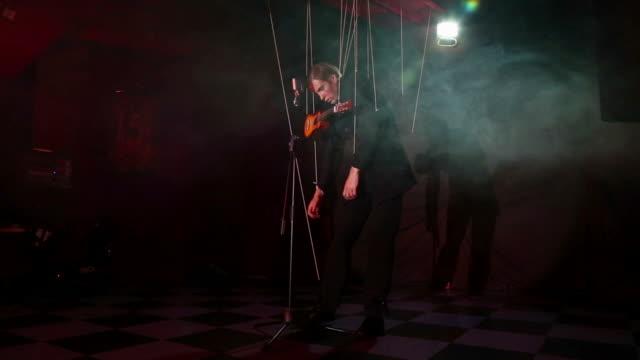 puppet guitarist