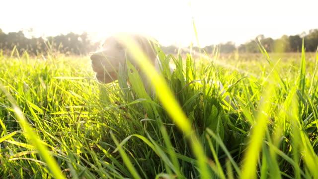 LA CU Welpe auf dem Rasen