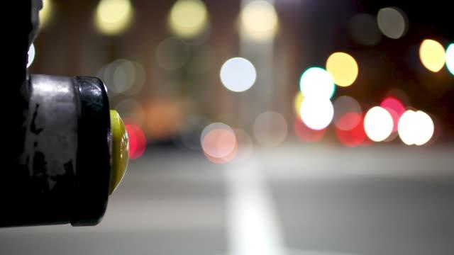 Schieben Knopf an der Kreuzung der Stadt