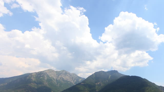 Pyrenees evolution clouds 4K