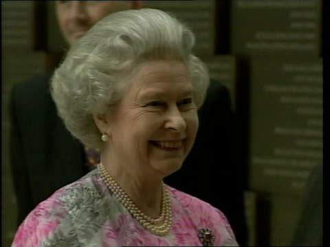 Queen and Prince Philip Collection 7 T23030008 23300 Australia tour continues Melbourne Queen Elizabeth II in pink white dress
