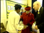 Queen no longer speaks Queen's English LIB INT Queen accepts cup of tea during visit to primary school EN