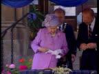 Queen's civil list payment frozen EN BONG Queen signing document