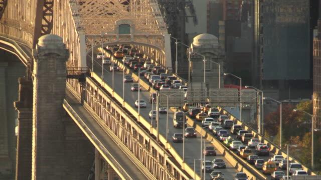 Close up view of New York City Verkehr auf der Brücke