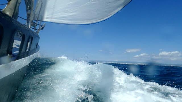 Race under sail (slow speed)