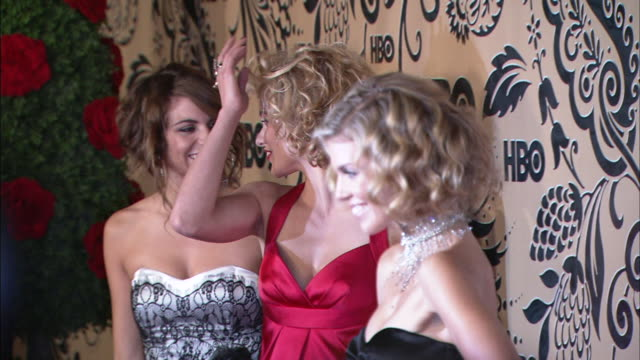 MCU Rachel McCord Angel McCord and AnnaLynne McCord posing for paparazzi on the red carpet