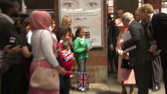 Queen marks 175th anniversary of first royal train journey ENGLAND Berkshire Slough Slough Station INT Train arriving at station / schoolchildren on...
