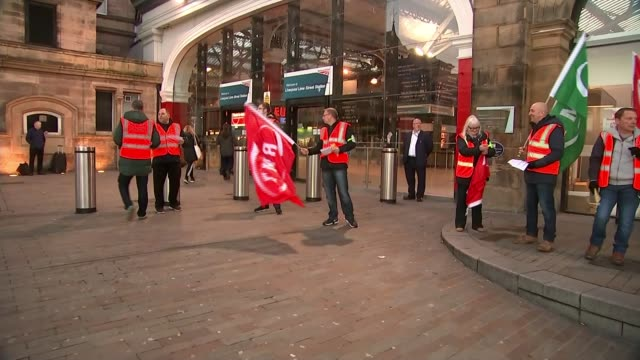 RMT strike action begins / ASLEF drivers accept new deal to end Southern Rail dispute ENGLAND Liverpool Union workers picket line outside station