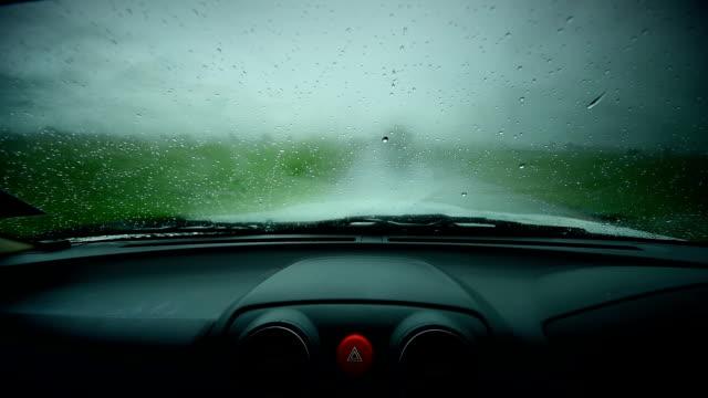 Regen auf Glas Auto