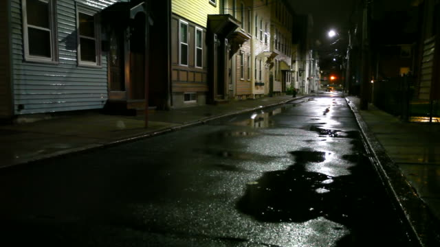 Notte in città piovosa