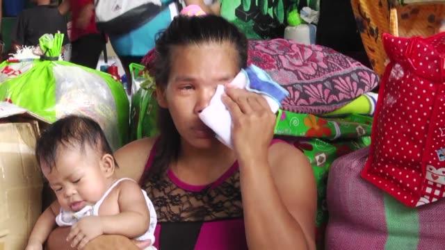 Raisah Labay mece carinosamente a su bebe un nino al que llamo Marcial para recordar que huyo de una ciudad devastada por la guerra y que su hijo...