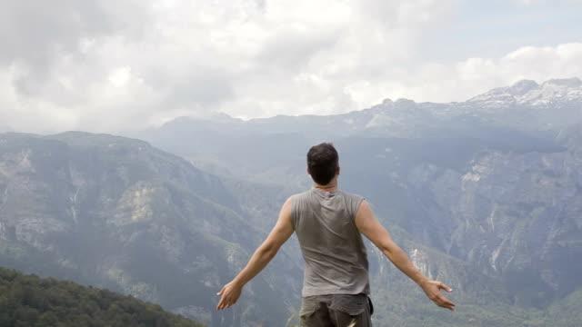 Per arrivare in cima alla montagna