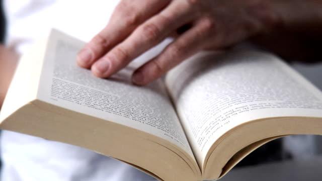 Di lettura di un libro