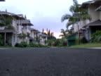 Immobilien: Sonnenaufgang über leere Straße-keine Abnehmer, Push