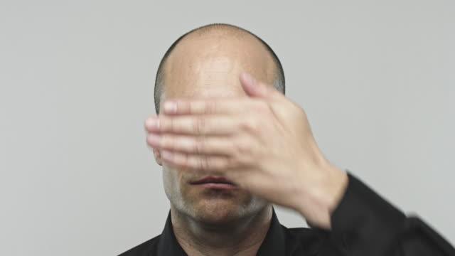 Echte Spaanse man gebaren zien geen kwaad