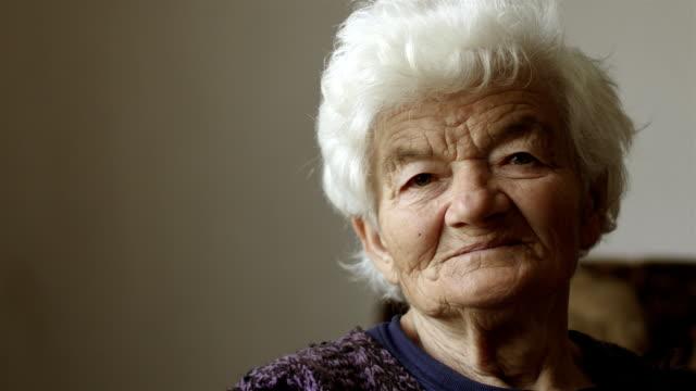 Persone vere donne anziane