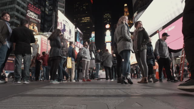 4K - Realtime Tourists in Time Square NYC