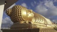 4K DOLLY : Reclining buddha statue